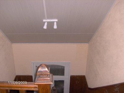Construction d un faux plafond en lambris pvc enduit for Construction faux plafond