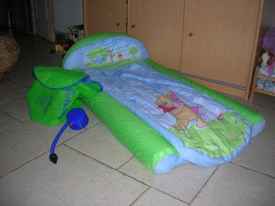 petit lit d 39 appoint gonflable winnie l 39 ourson neuf 20 euros blog de toutpourbaby. Black Bedroom Furniture Sets. Home Design Ideas